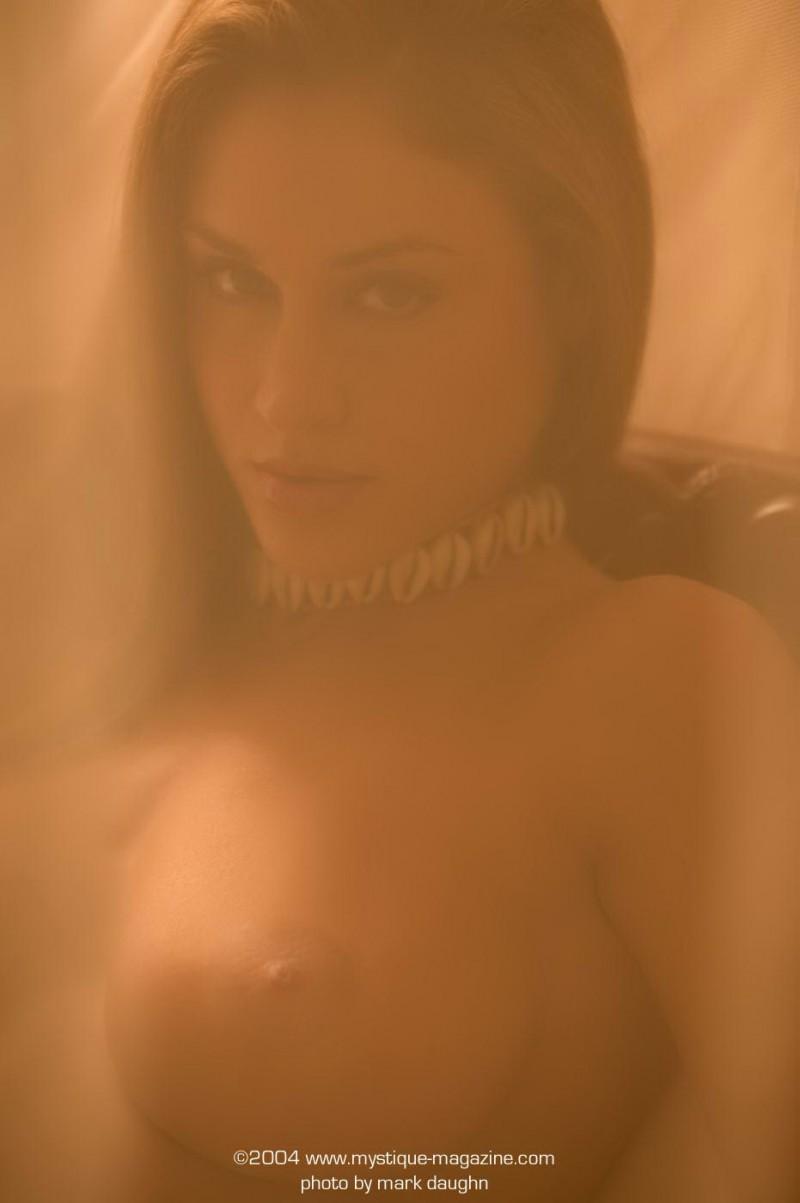 rebecca-dipietro-bedroom-mystique-magazine-07