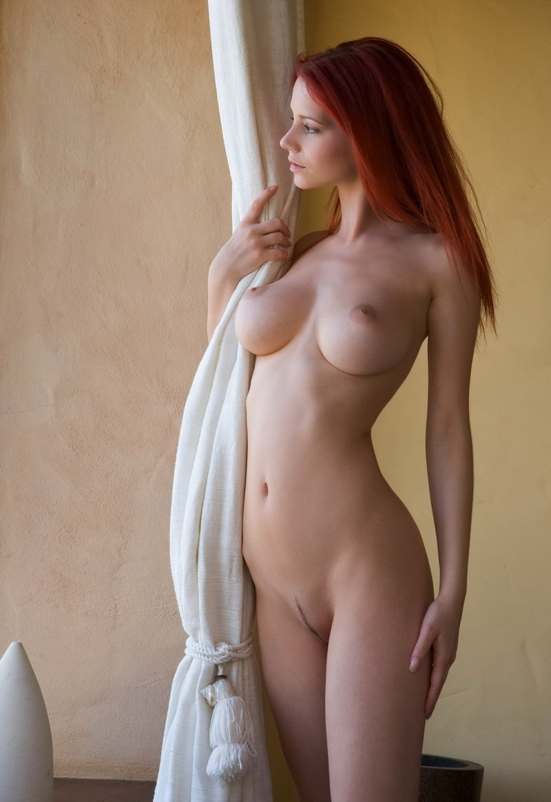 Снял красноволосую сучку в отеле 28 фотография