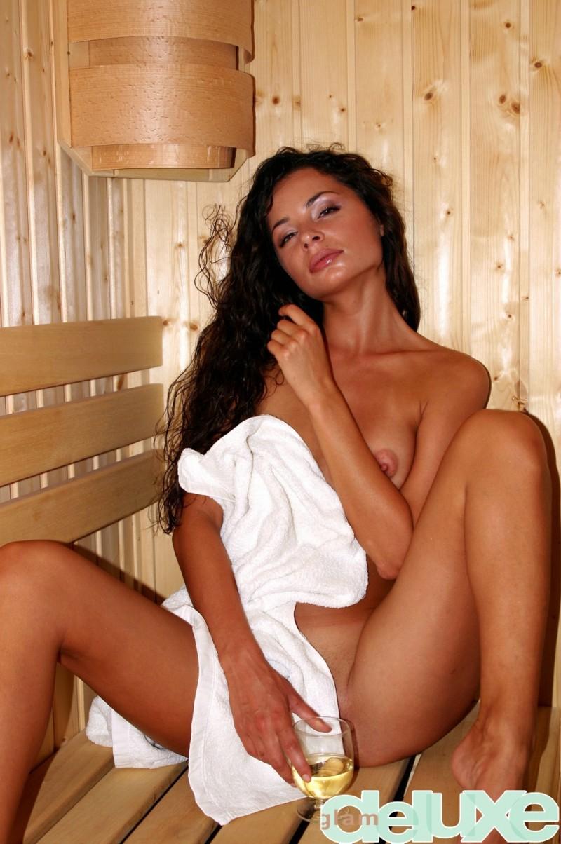 regina-sauna-glamdeluxe-02