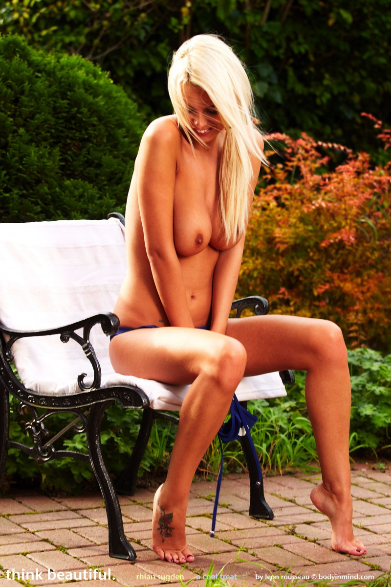 rhian-sugden-bikini-garden-bodyinmind-03