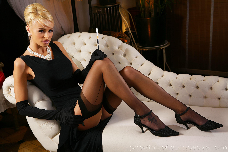 Фото блондинок в колготках и платьях 15 фотография