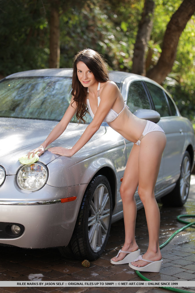 rilee-marks-car-wash-met-art-04