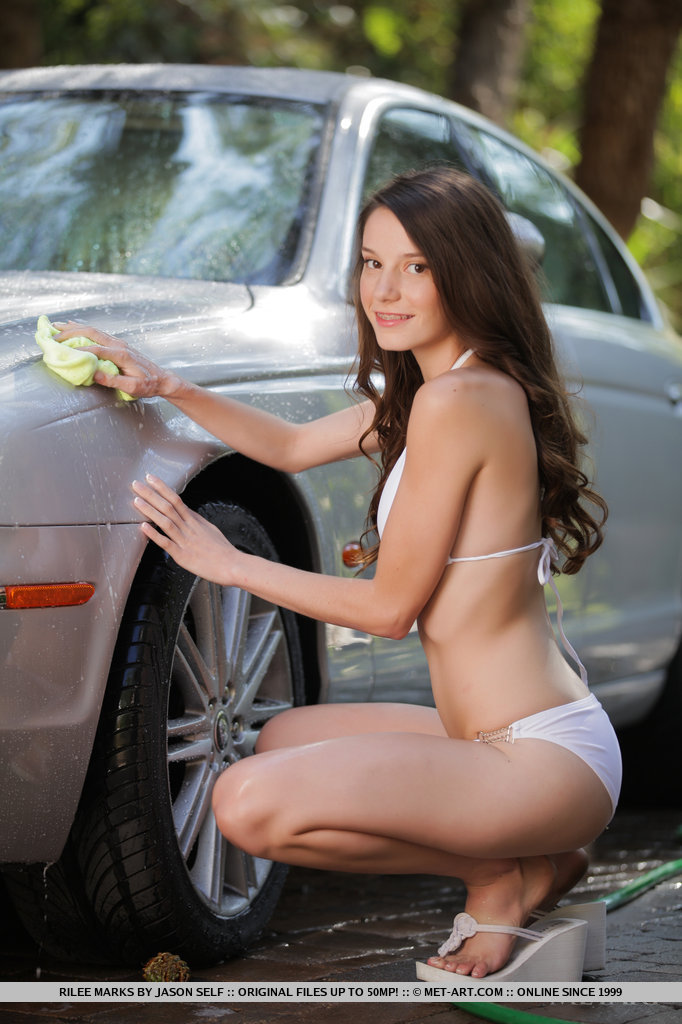 rilee-marks-car-wash-met-art-05