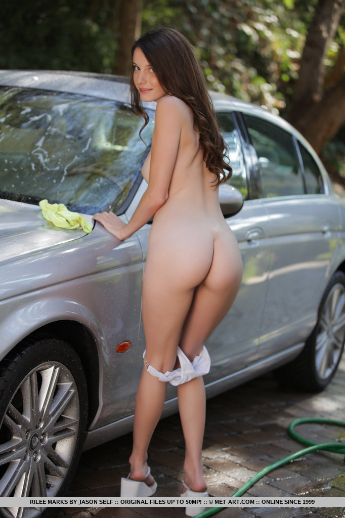 rilee-marks-car-wash-met-art-07