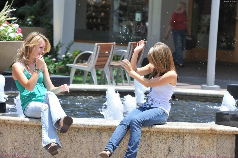 riley-jensen-&-sara-james-in-public-03