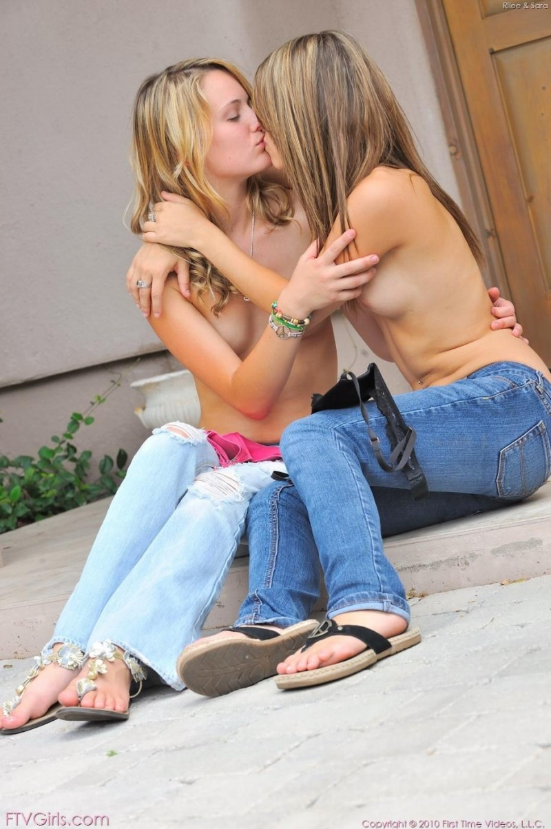 riley-jensen-&-sara-james-in-public-21