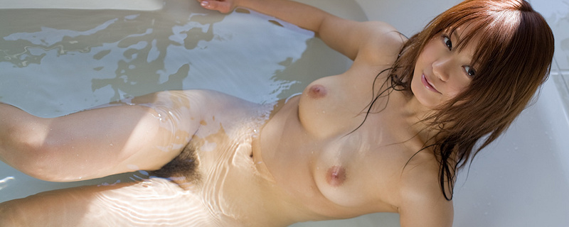 Rina Ishihara taking a bath