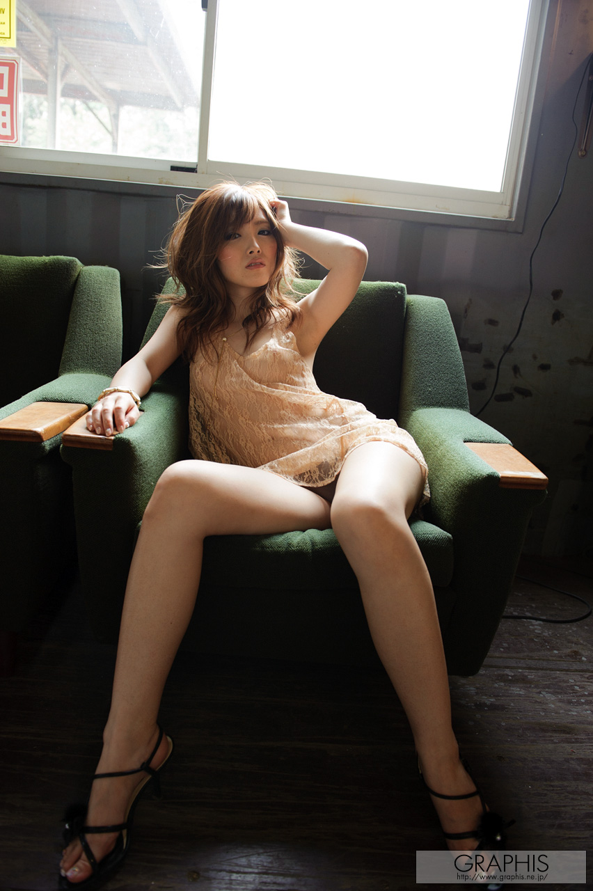 rina-kato-office-container-asian-naked-graphis-04