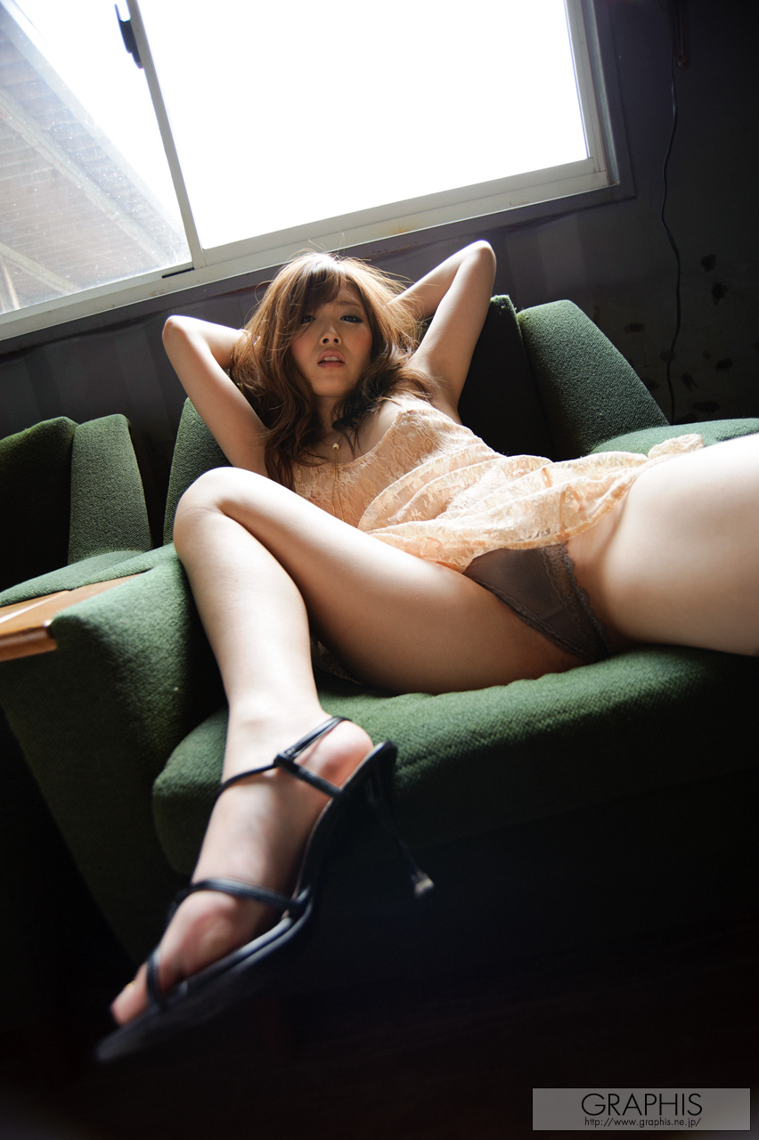 rina-kato-office-container-asian-naked-graphis-06
