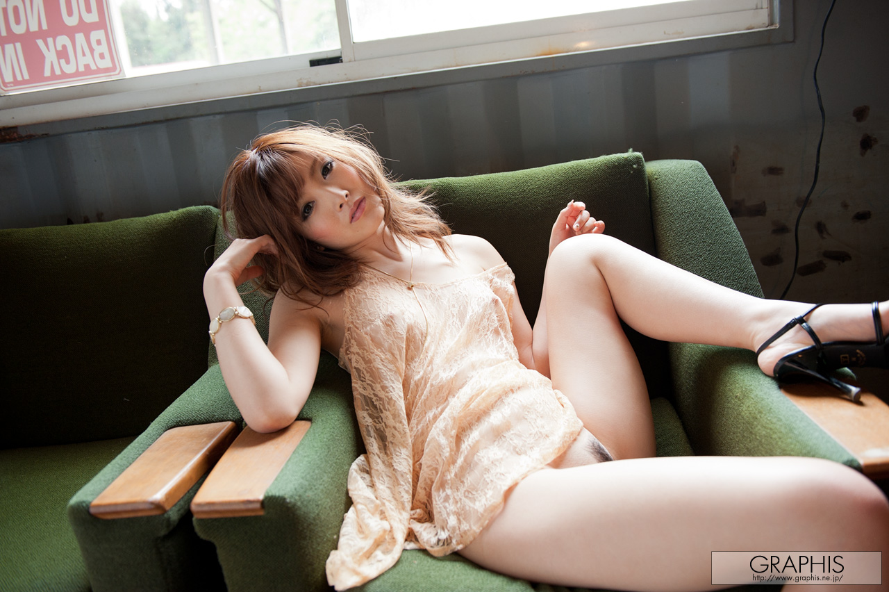 rina-kato-office-container-asian-naked-graphis-27