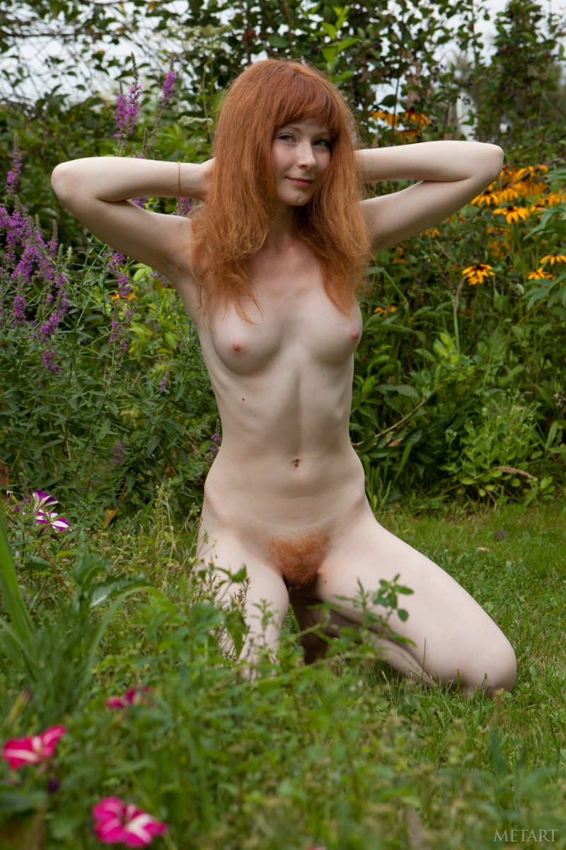 rochelle-a-garden-met-art-03
