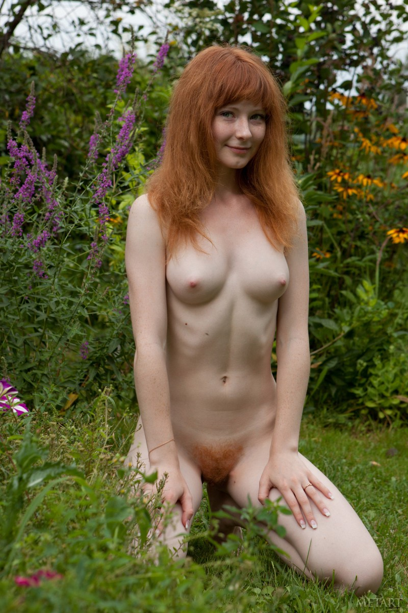 rochelle-a-garden-met-art-04