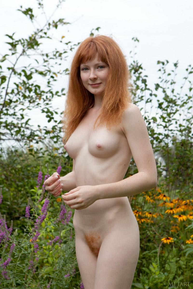 rochelle-a-garden-met-art-05
