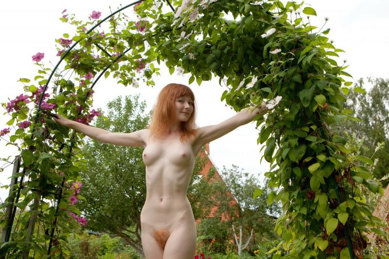 rochelle-a-garden-met-art-14