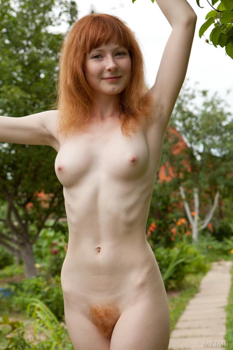 rochelle-a-garden-met-art-15
