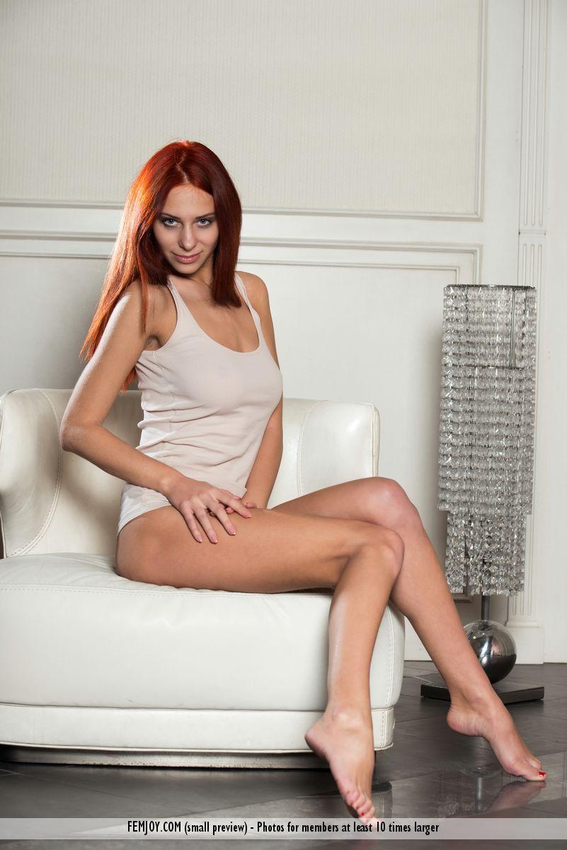 rosa-h-redhead-armchair-femjoy-01
