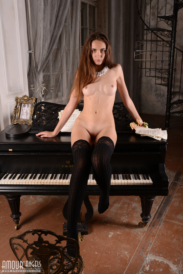 sabrina-nude-piano-stockings-amour-angels-02