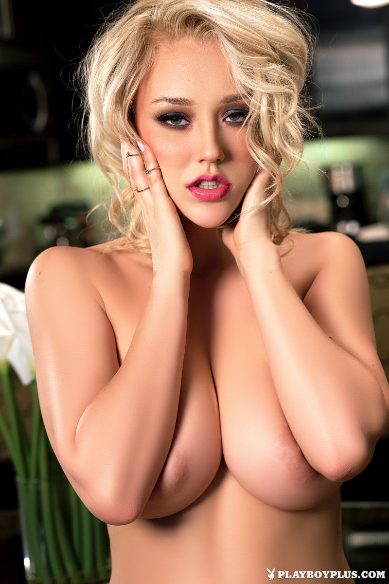 sabrina-nichole-nude-blonde-home-playboy-19