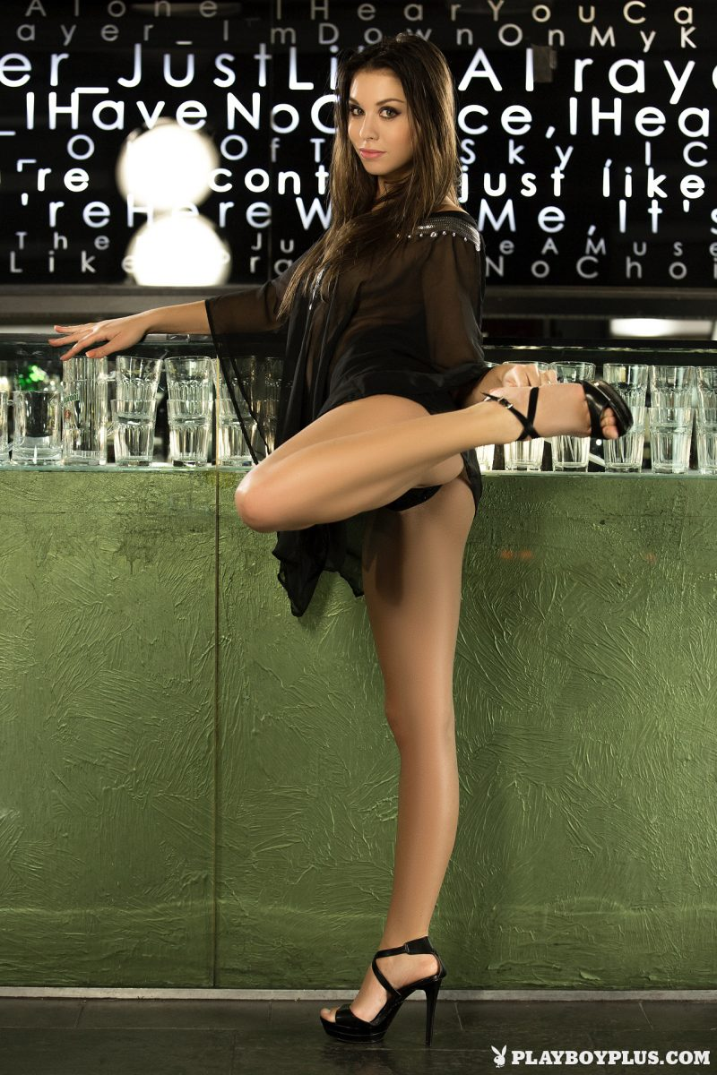 sabrisse-nude-bar-skinny-playboy-03