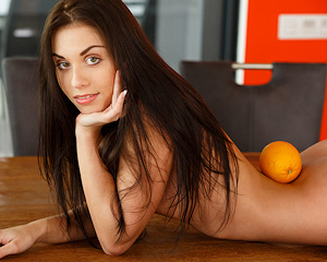 sabrisse-a-skinny-nude-table-metart