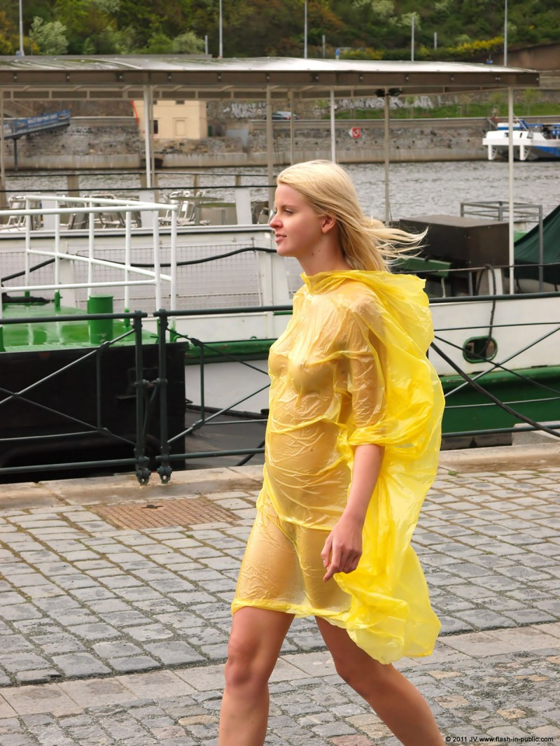 aneta-d-naked-rainy-flash-in-public-08