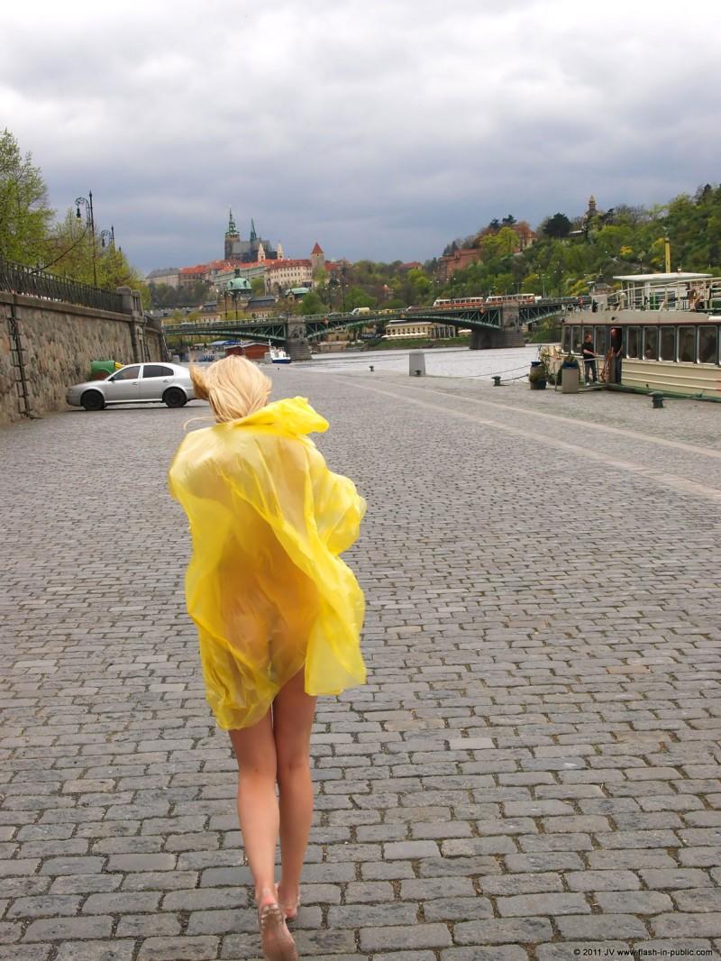 aneta-d-naked-rainy-flash-in-public-11