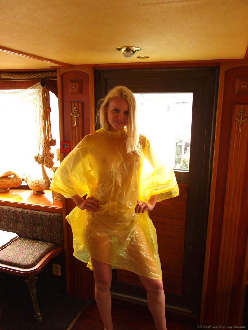 aneta-d-naked-rainy-flash-in-public-12