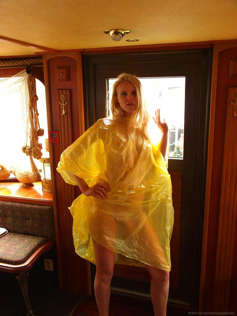 aneta-d-naked-rainy-flash-in-public-13