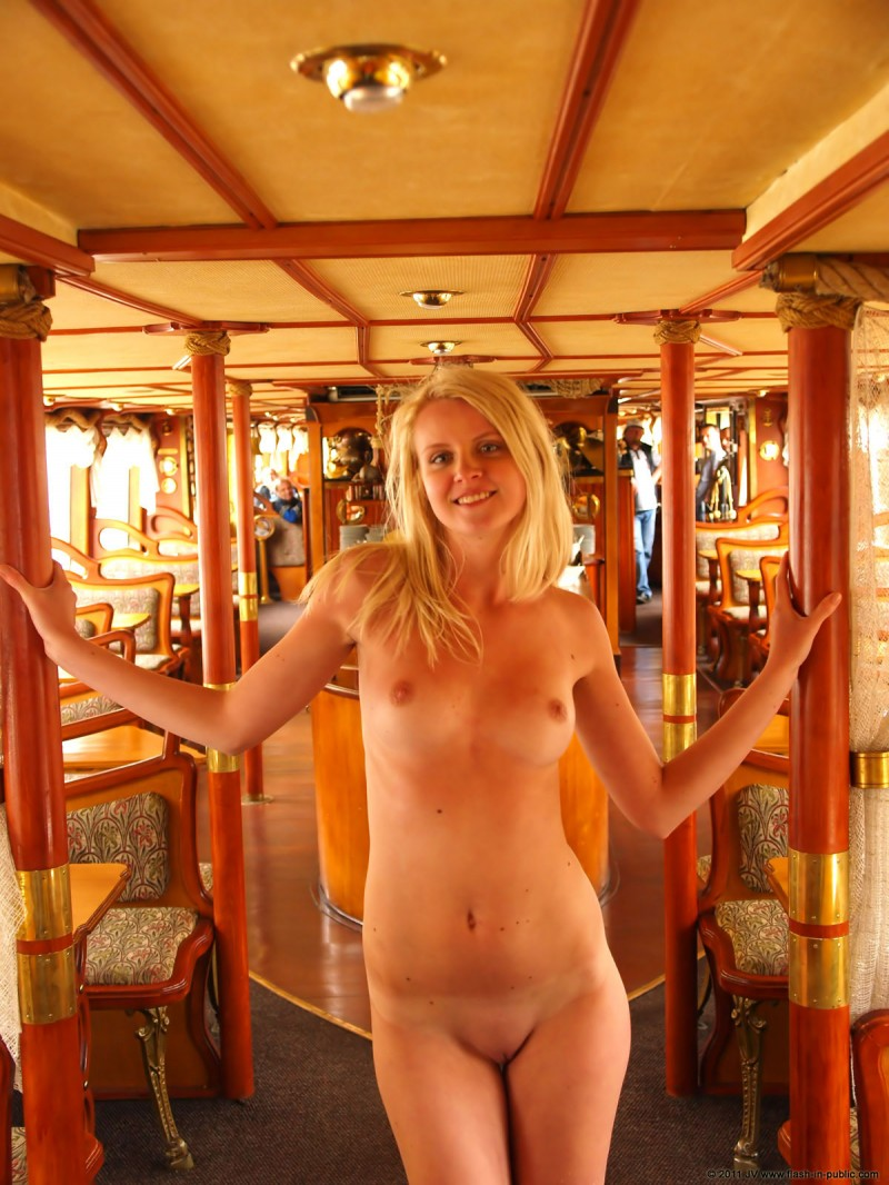 aneta-d-naked-rainy-flash-in-public-18