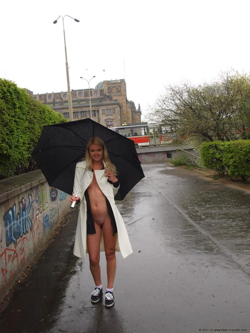 aneta-d-rain-nude-flash-in-public-02