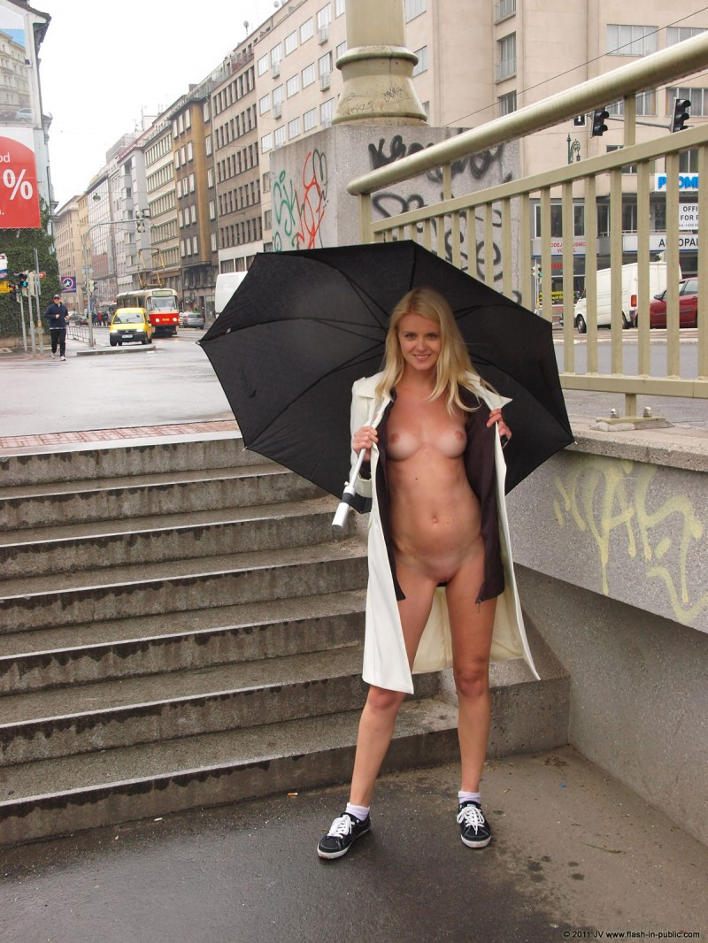 aneta-d-rain-nude-flash-in-public-06