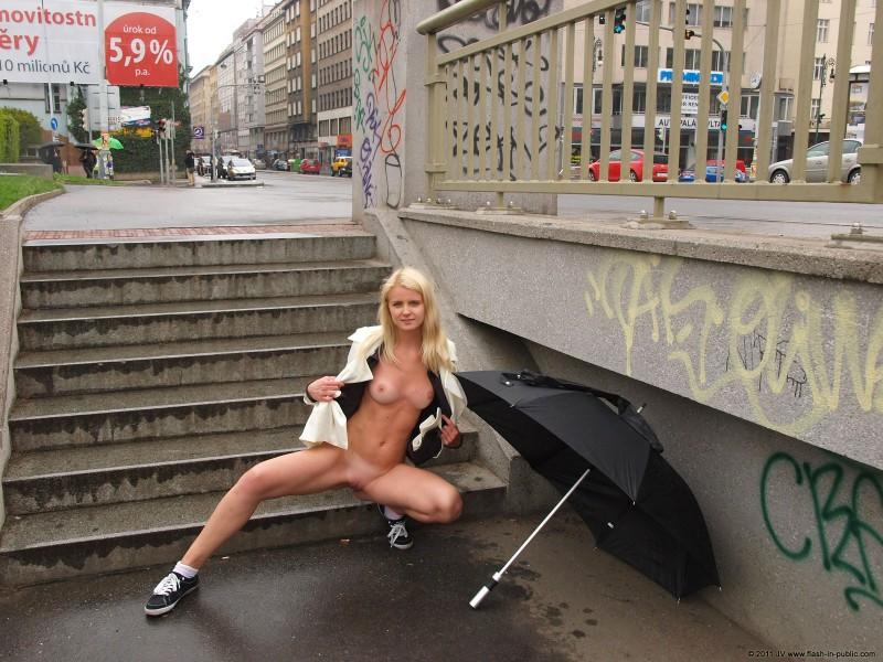 aneta-d-rain-nude-flash-in-public-14