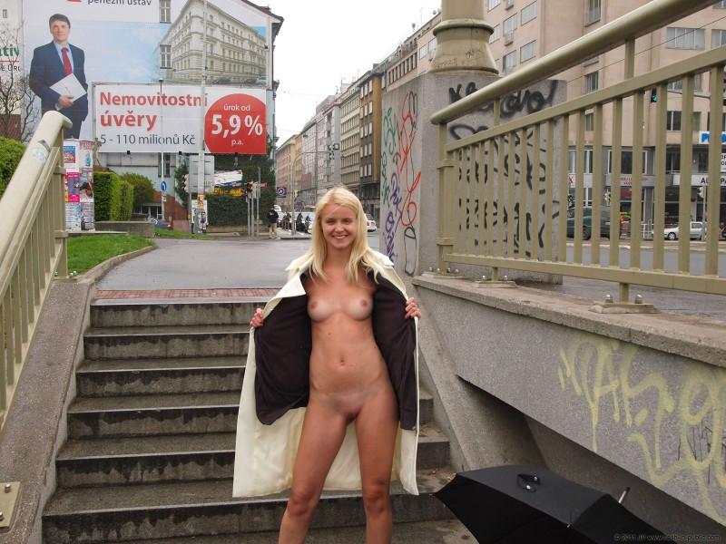 aneta-d-rain-nude-flash-in-public-18