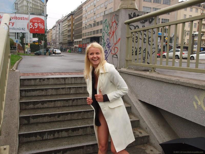 aneta-d-rain-nude-flash-in-public-19