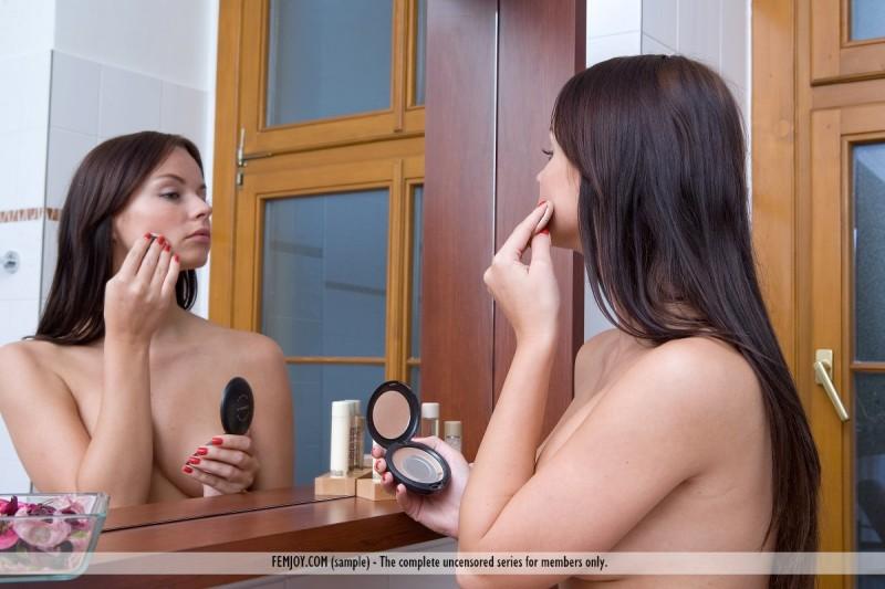 nina-l-bathroom-nude-femjoy-02