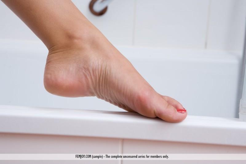 nina-l-bathroom-nude-femjoy-12