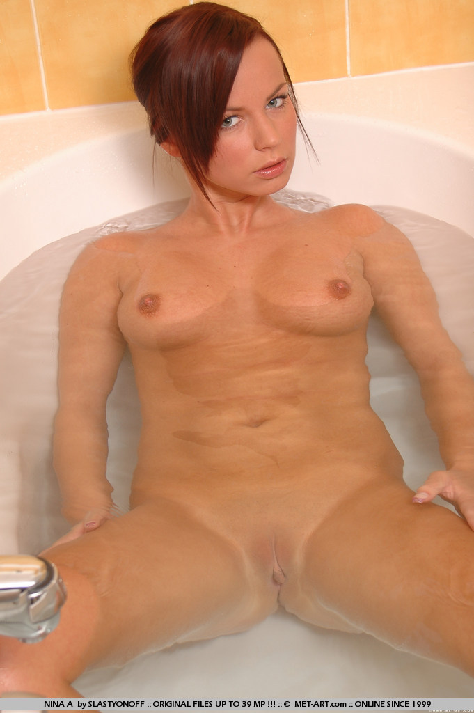 nina-a-bath-naked-metart-02