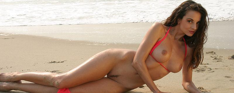 Sanja Matice in pink bikini