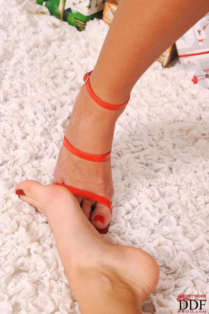 adriana-&-neilla-lesbians-xmas-05