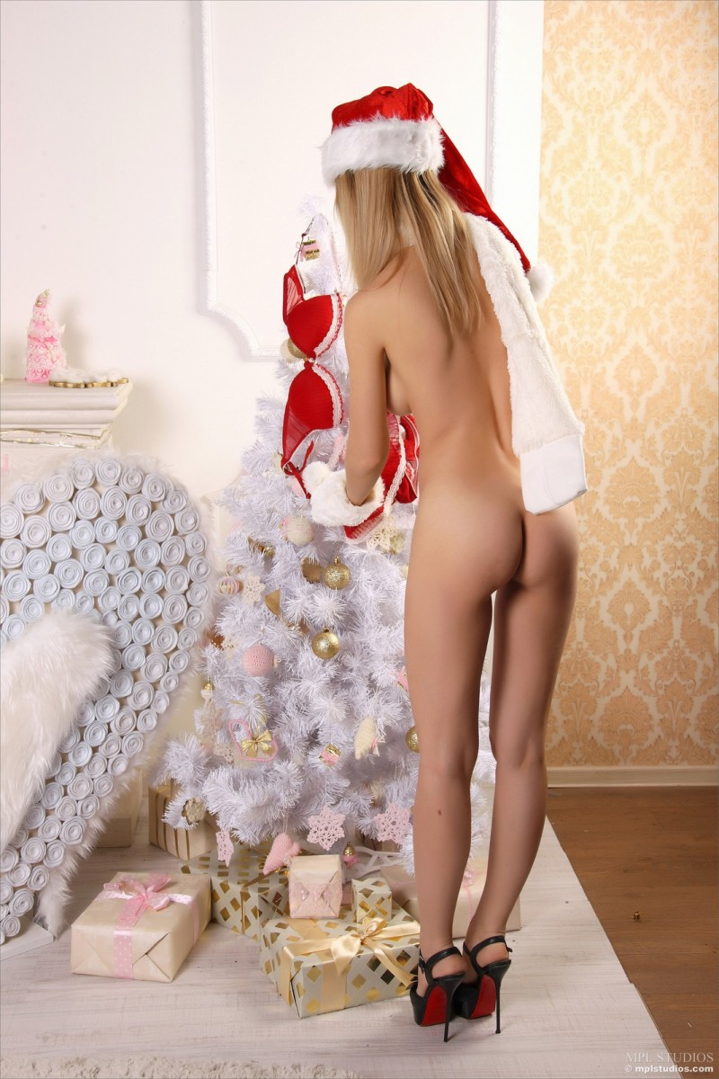 danica-santa-girl-xmas-nude-mplstudios-10