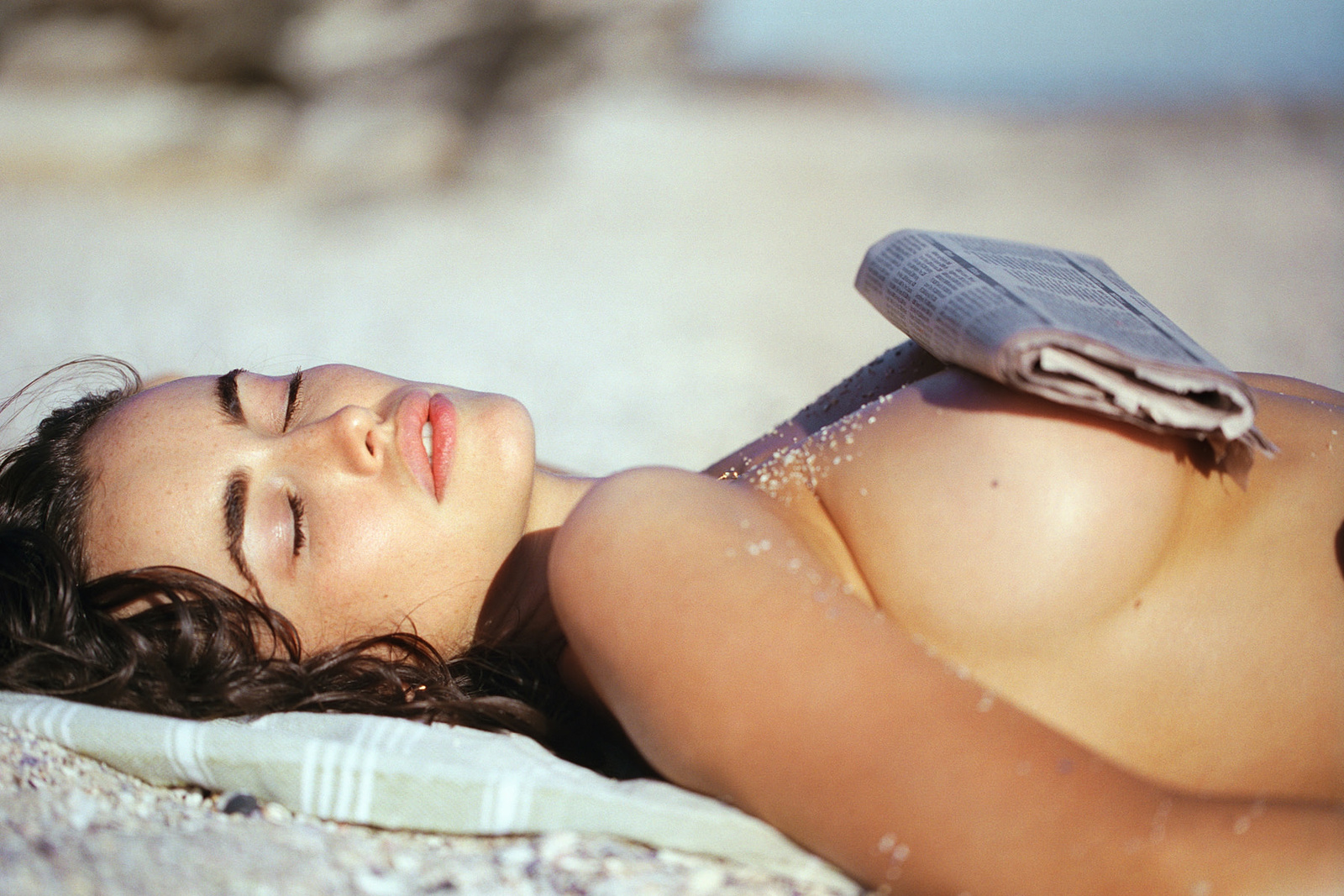 sarah-stephens-seaside-erotic-photo-by-cameron-mackie-15