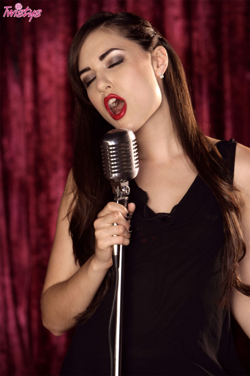 sasha-grey-singing-twistys-01