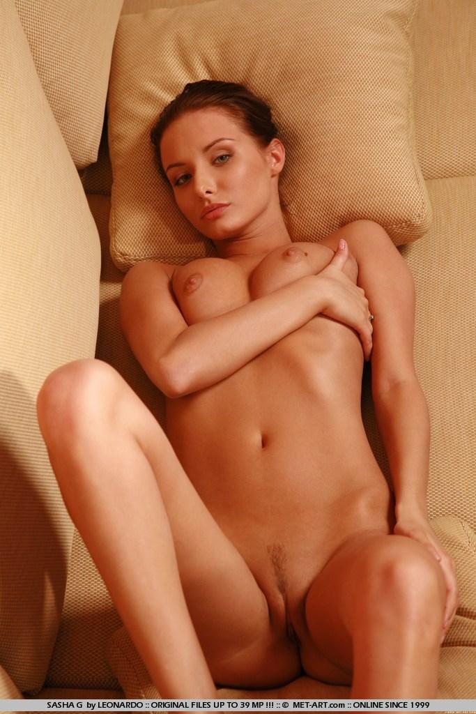 sasha-g-nude-couch-skinny-metart-12