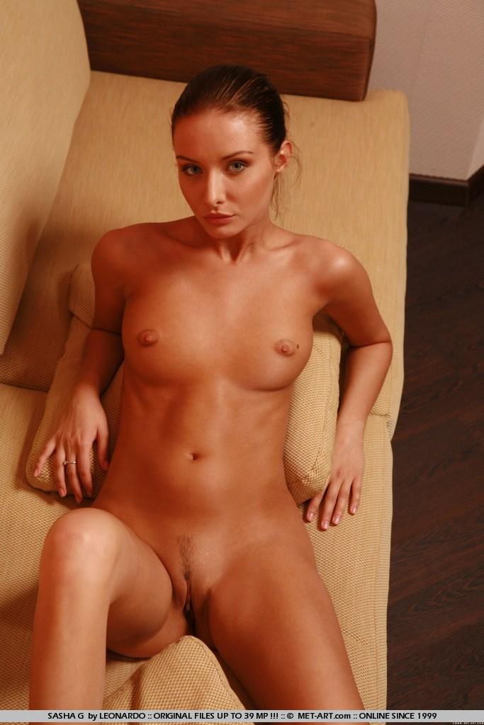 sasha-g-nude-couch-skinny-metart-13