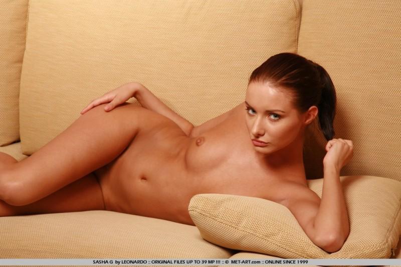 sasha-g-nude-couch-skinny-metart-14
