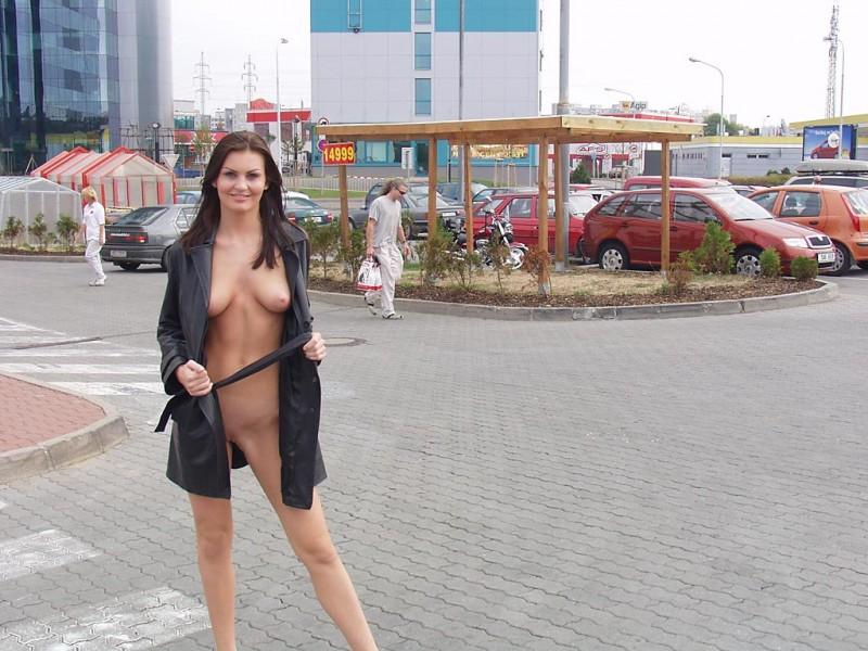 nikola-nude-in-public-06