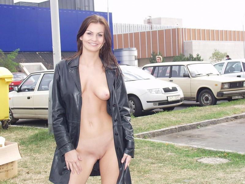 nikola-nude-in-public-08