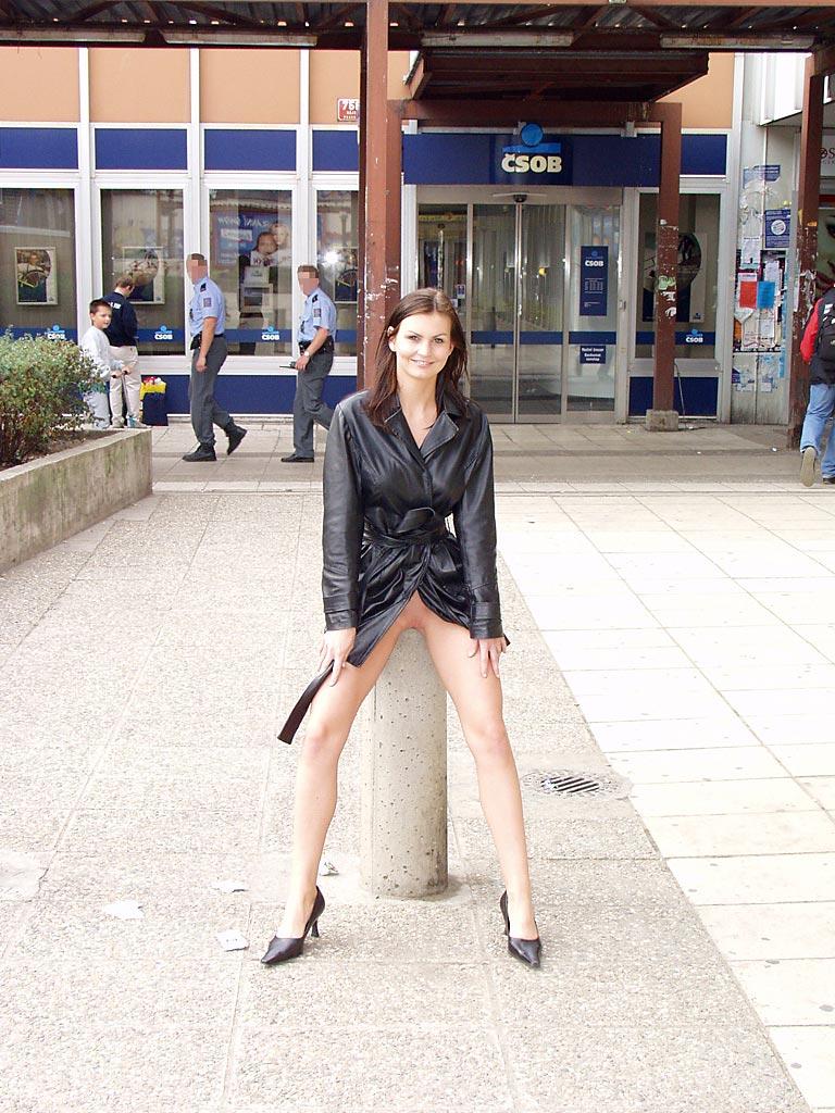 nikola-nude-in-public-09
