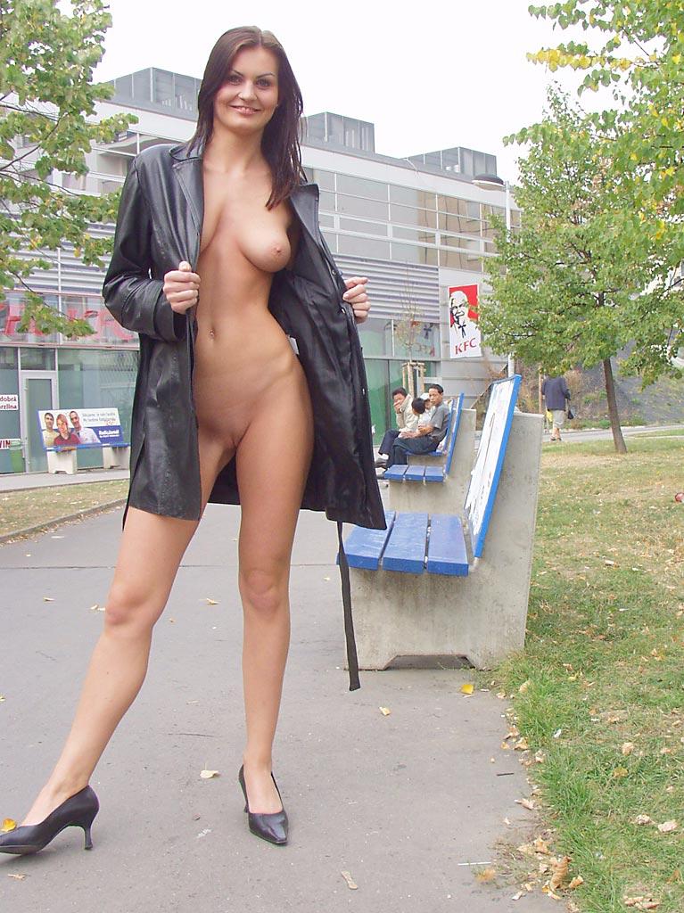 nikola-nude-in-public-10
