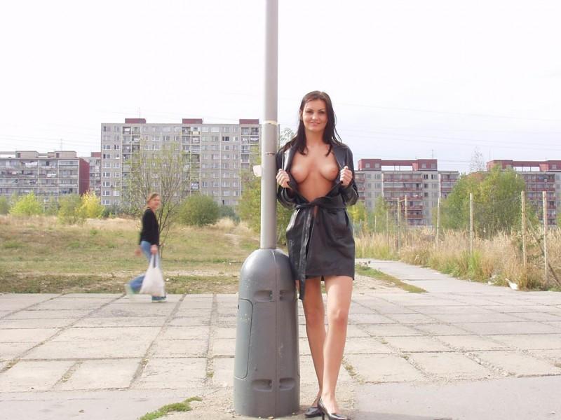 nikola-nude-in-public-16